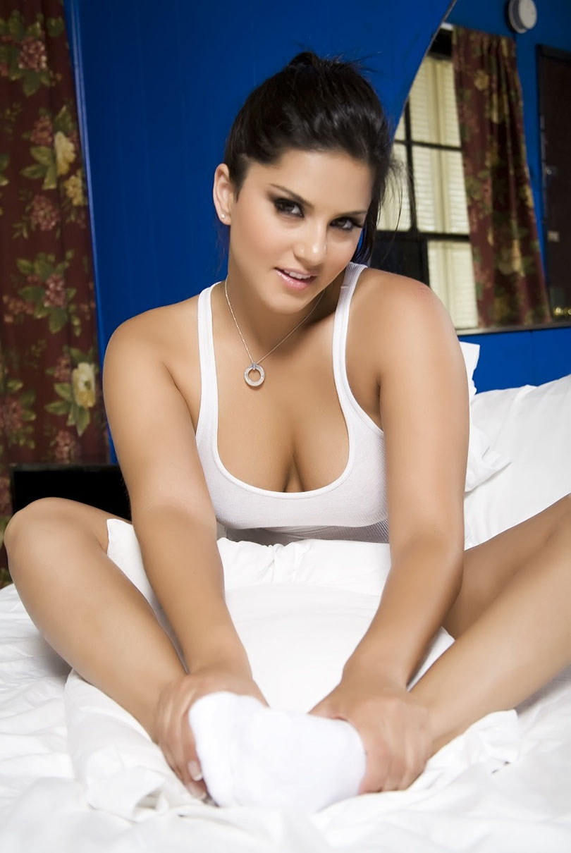 Sunny Leone Hot Sizzler Sexiest HQ Pics