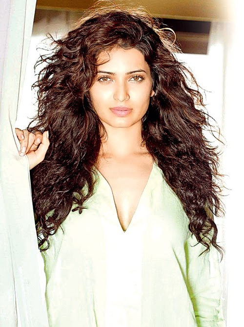 Karishma Tanna Beautiful HD Wallpaper Free