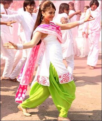 Aishwarya Rai in salwar kameez dancing with co star