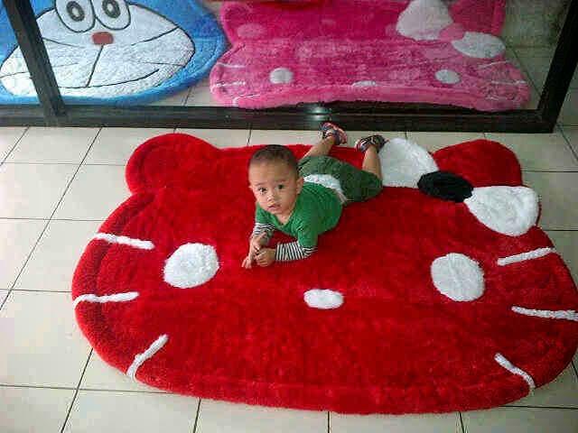 gambar karpet berkarakter hello kitty merah