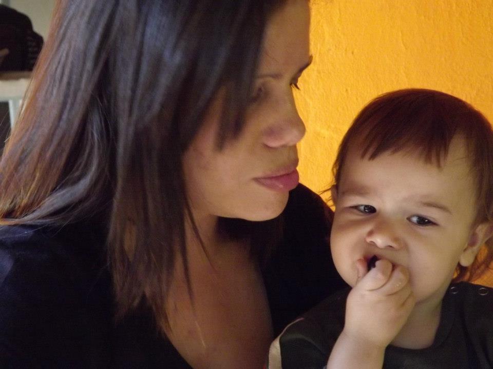 Um doce de bebe: Comendo jabuticaba - photo#9