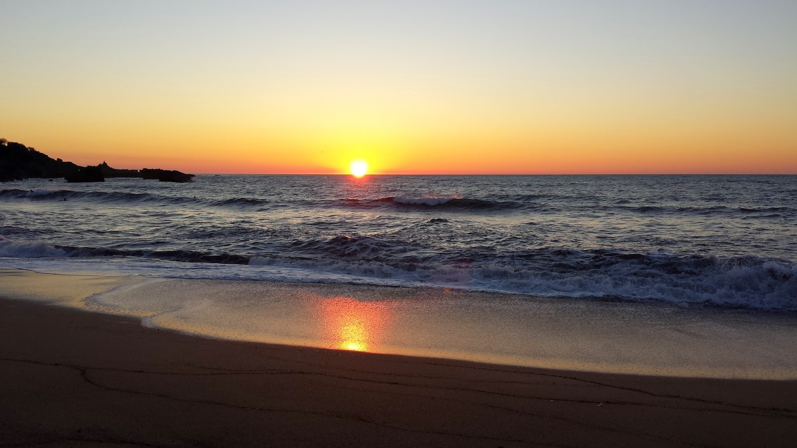 atelier c te jardin coucher de soleil sur la grande plage biarritz. Black Bedroom Furniture Sets. Home Design Ideas