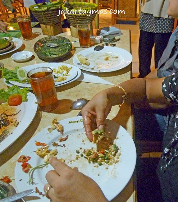 Alimentarse con las manos en Indonesia