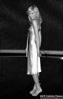 B&W pictures of Lena Gercke beautifully dressed in gold picture 3