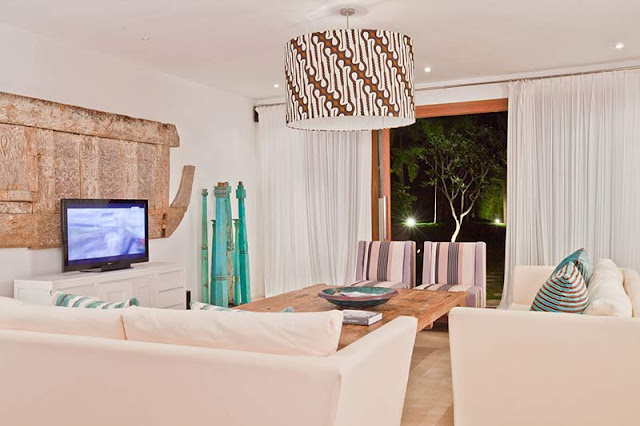 Picture of modern living room with white furniture