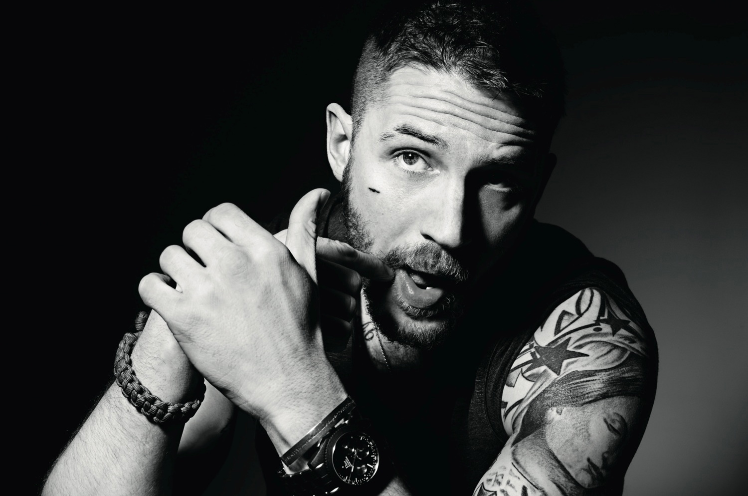 http://3.bp.blogspot.com/-1MT4dNcu3WQ/TtbDVcMRCNI/AAAAAAAAmTQ/K4Im4IYHSOI/s1600/New-Photoshoot-interview-Dark-Knight-tom-hardy-24491484-1500-994.jpg