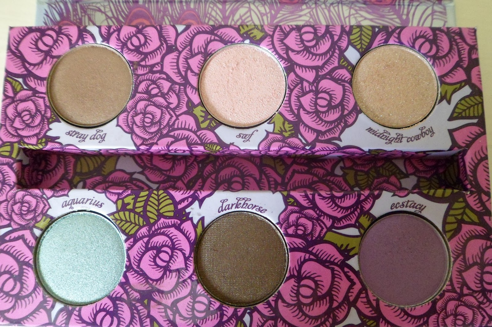 monkeytoes and manicures urban decay feminine palette review and