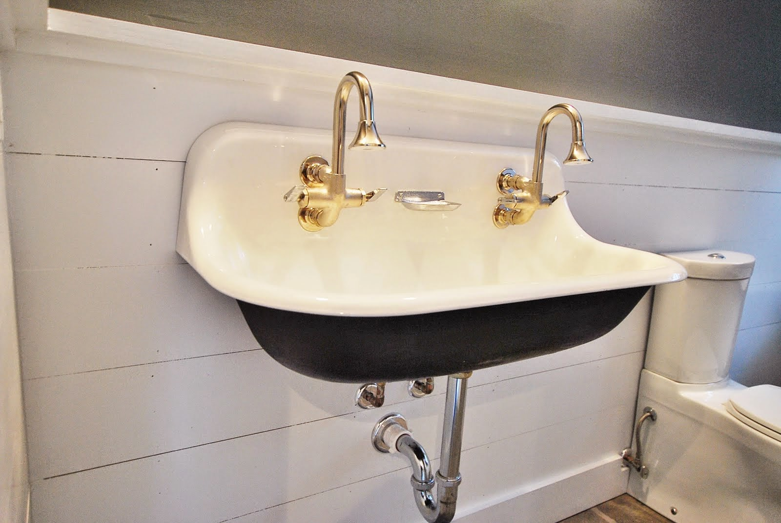 School Bathroom Sinks : old fashioned sink old fashioned sink old fashioned sink