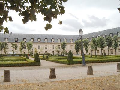 Jardin de la abundancia junto a Los Inaválidos - París