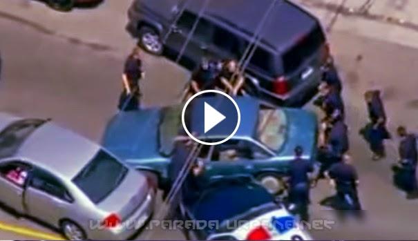 VIDEO INSÓLITO - Delincuente huyendo de la policía , y chocando a todos los autos que se le atraviesan