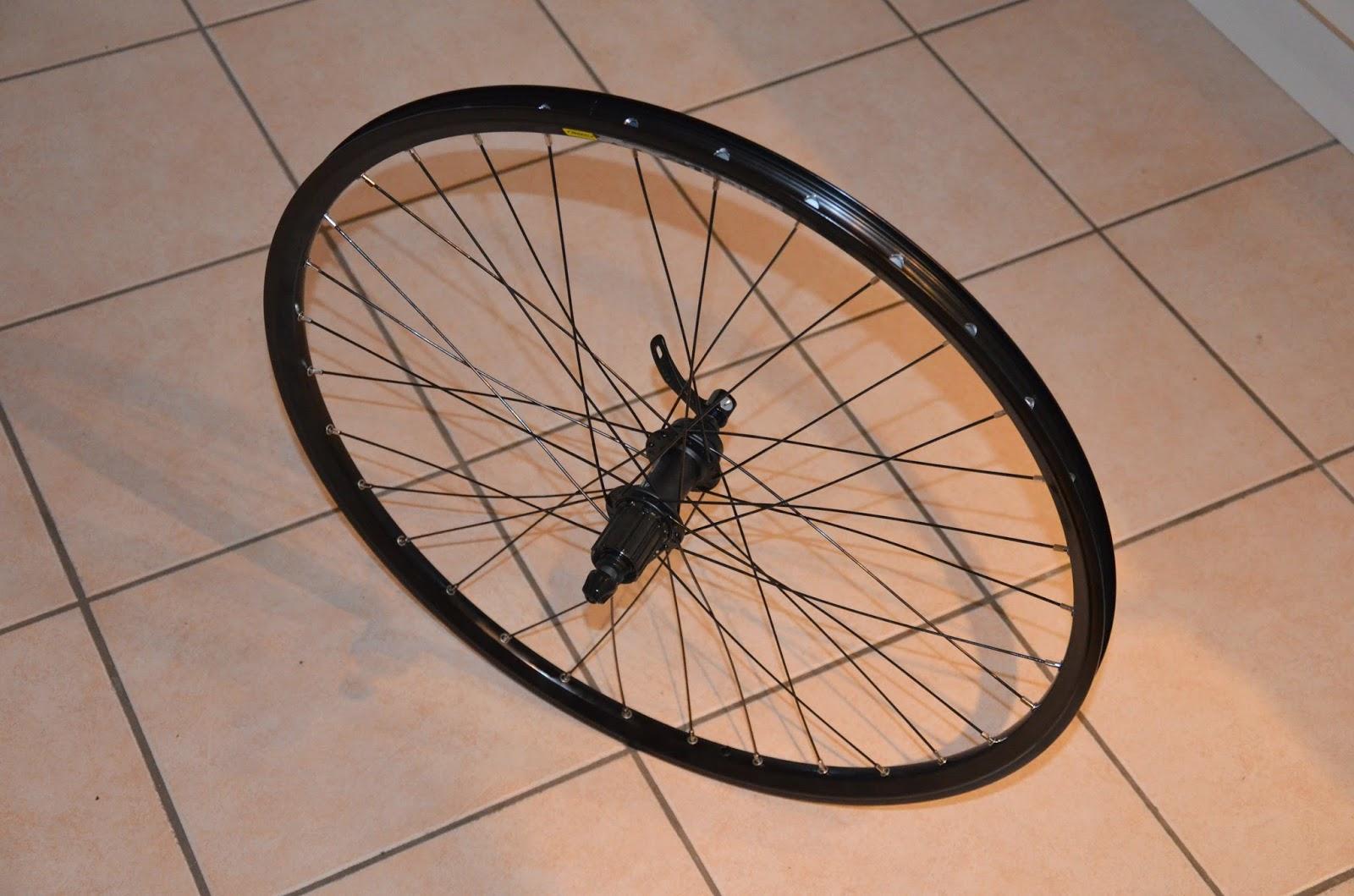versant bikes montages roues. Black Bedroom Furniture Sets. Home Design Ideas