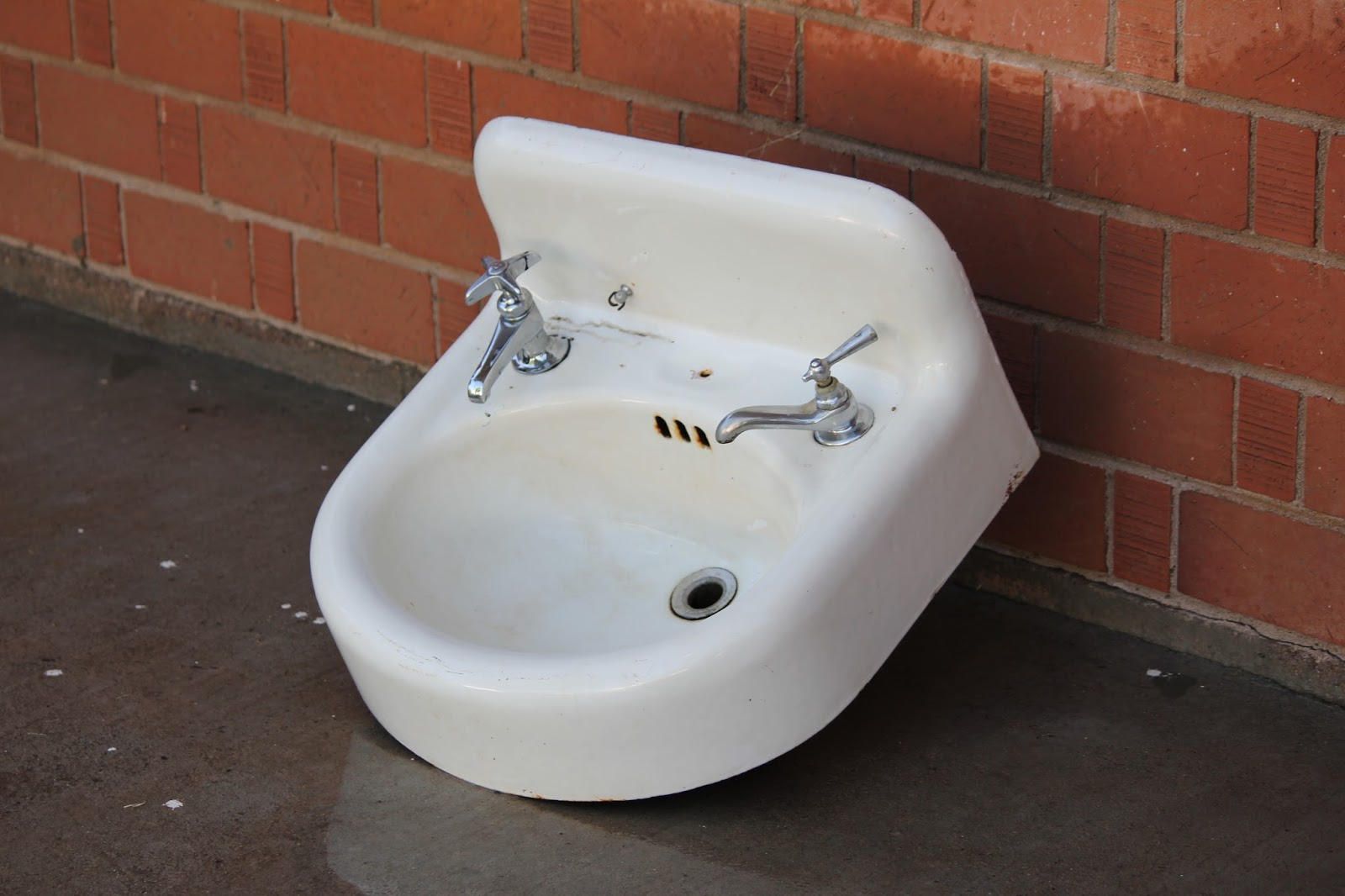 clutterbuggz yard sale cast iron sink bathroom