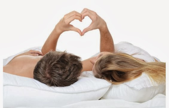العلاقة الحميمة بين الزوجين إشباع نفسى وليس جسديا فقط - الجنسية رجل امرأة السرير ينامان رومانسية - man woman bed love sex married couple