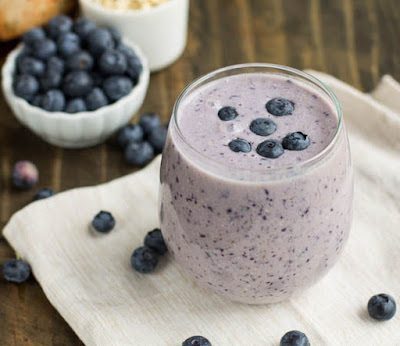 Detoxifying natural with Blueberry and yogurt