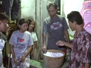 Diduga Beras Palsu, Pedagang Nasi Bungkus Di Tirto Ini Akhirnya Batal Jualan