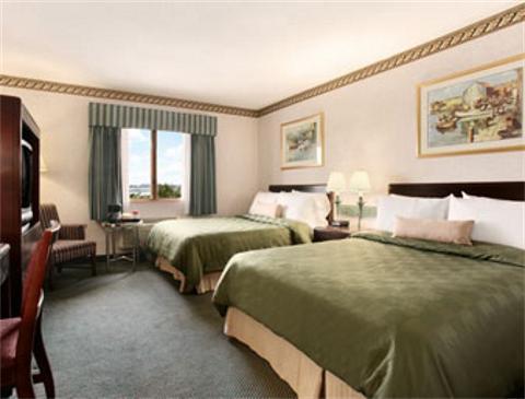 hotel room king bruce springsteen at fenway park relive. Black Bedroom Furniture Sets. Home Design Ideas