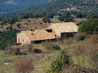 La Figuera vista des de la Perera. Al fons la casa de Can Serra de l'Arca