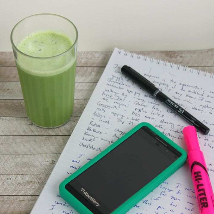 """Add some """"Zing"""" to your afternoon: An easy DIY iced green tea latte recipe #AmaZINGStevia"""