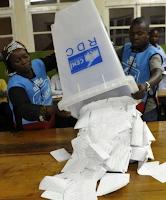 Dépouillement des bulletins de vote dans un bureau de vote au Congo RDC en 2011