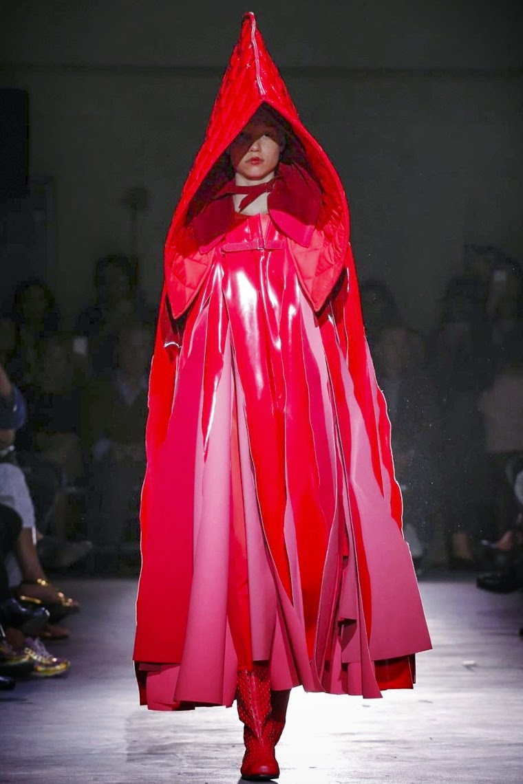Comme des Garçons spring summer 2015, Comme des Garçons ss15, Comme des Garçons, Comme des Garçons ss15 pfw, Comme des Garçons pfw, Comme des Garçons Rei Kawakubo, Rei Kawakubo, pfw, pfw ss15, pfw2014, fashion week, paris fashion week, du dessin aux podiums, dudessinauxpodiums, vintage look, dress to impress, dress for less, boho, unique vintage, alloy clothing, venus clothing, la moda, spring trends, tendance, tendance de mode, blog de mode, fashion blog,  blog mode, mode paris, paris mode, fashion news, designer, fashion designer, moda in pelle, ross dress for less, fashion magazines, fashion blogs, mode a toi, revista de moda, vintage, vintage definition, vintage retro, top fashion, suits online, blog de moda, blog moda, ropa, asos dresses, blogs de moda, dresses, tunique femme, vetements femmes, fashion tops, womens fashions, vetement tendance, fashion dresses, ladies clothes, robes de soiree, robe bustier, robe sexy, sexy dress