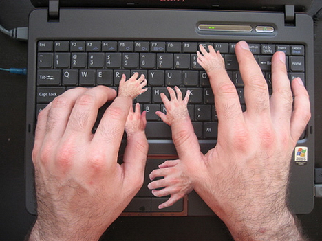 funny pictures - hands - typing
