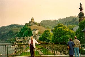 Cochem Mosel。德国的美,处处透出深厚的人文与艺术素养,毫无造作和修饰的痕迹。人人皆在画中。(点击图片)