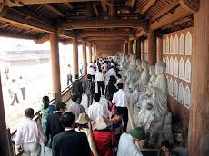 Corridoio con i Buddha a Bai Dinh