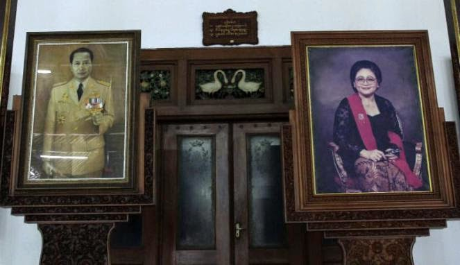 Foto Presiden Soeharto dan Ibu Tien di Dalem Kalitan Solo