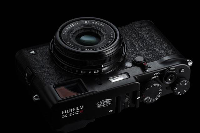 Fotografia della Fujifilm X100s nera