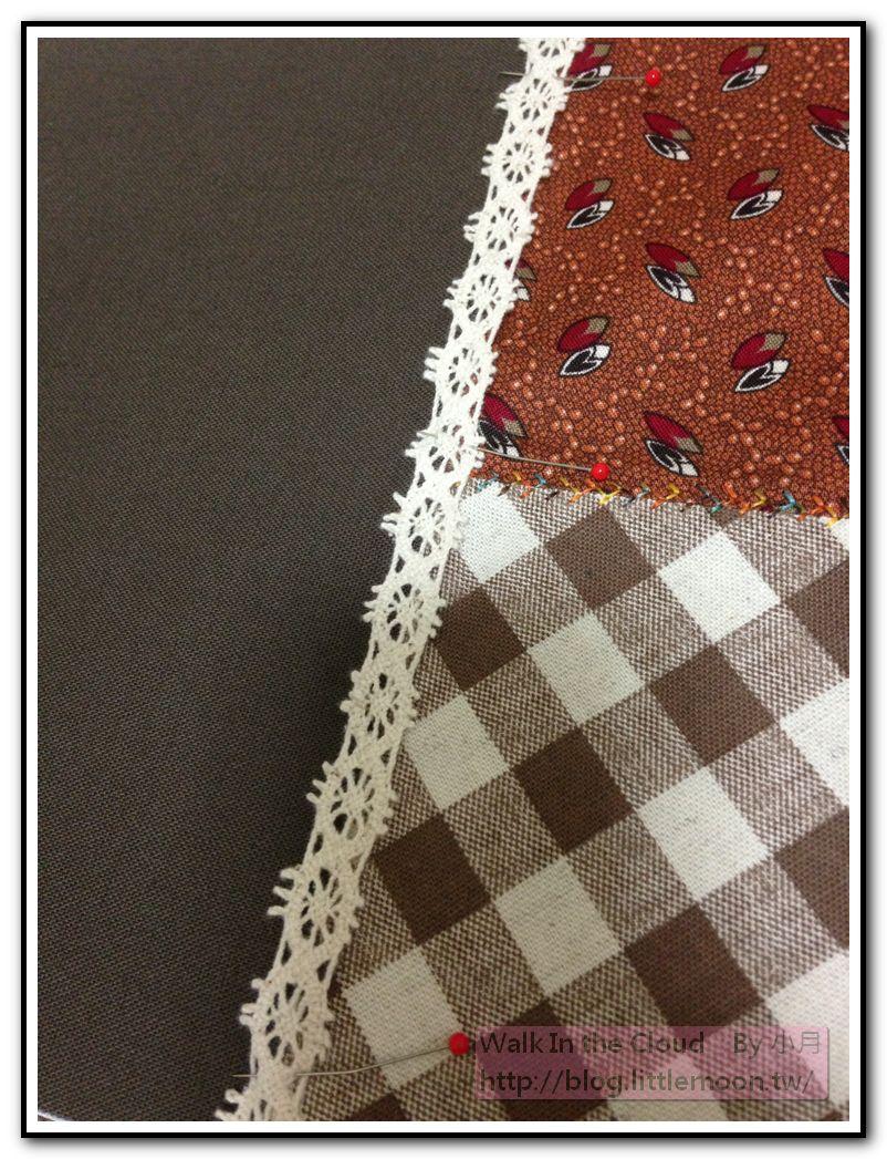 配色布車縫花樣、素麻布以珠針固定蕾絲