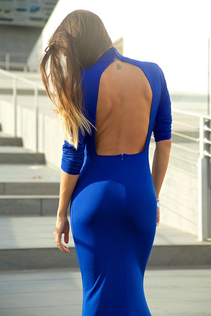 abito con scollo sulla schiena