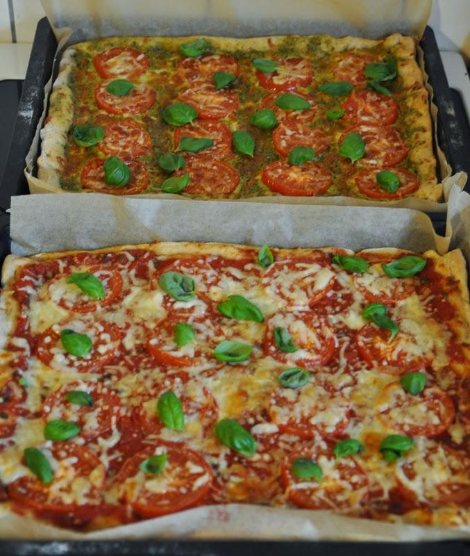 Pizza O Sole Mio mit Tomatensoße oder Pesto