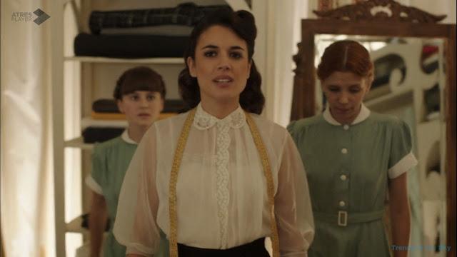 Sira Quiroga blusa con bordados. El tiempo entre costuras. Capítulo 6