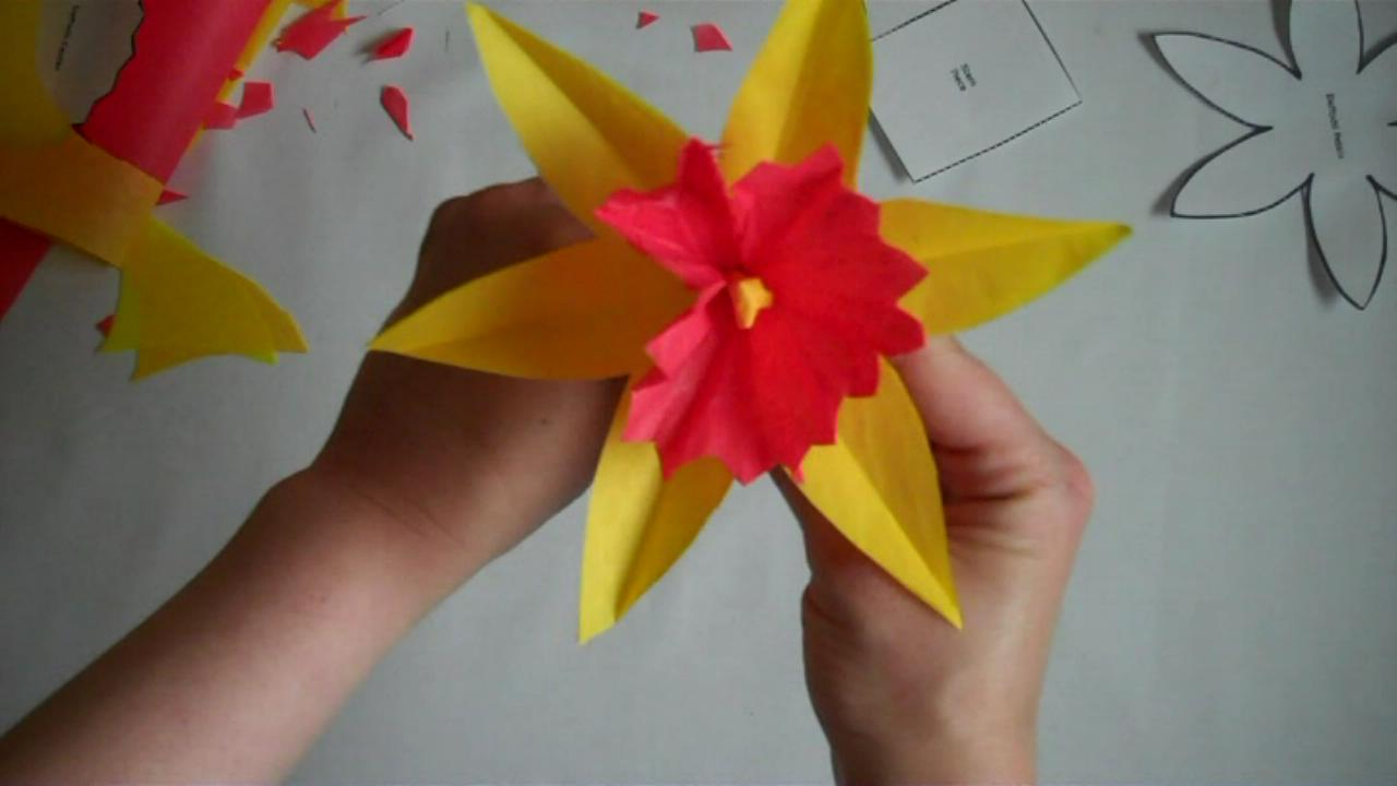 How To Bliss: How to Make a Paper Flower Daffodil How To Make Paper Flowers Step By Step For Kids
