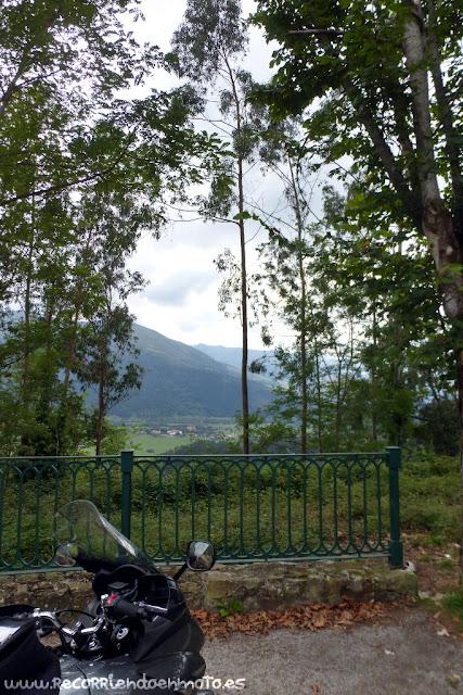 Valle de Cabuérniga desde Mirador de la Vueltuca