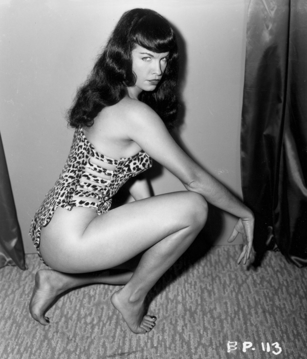 bettie page 39 s black and white photos in bikini by bunny. Black Bedroom Furniture Sets. Home Design Ideas