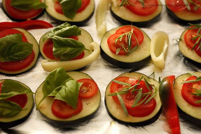 Obiad, obiad bez mięsa, Dania zapiekane w piekarniku, bakłażan, papryka, mozzarella, bazylia, vege, Dania wegetariańskie,