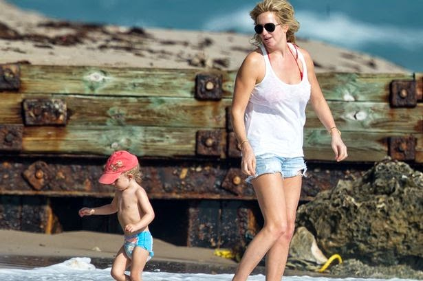 Hello Grandfather!! You are always look same such your voice to us with the A-list of your song. Rod on sunbathing session during her relaxing with family at the beach on Friday, October 10, 2014.