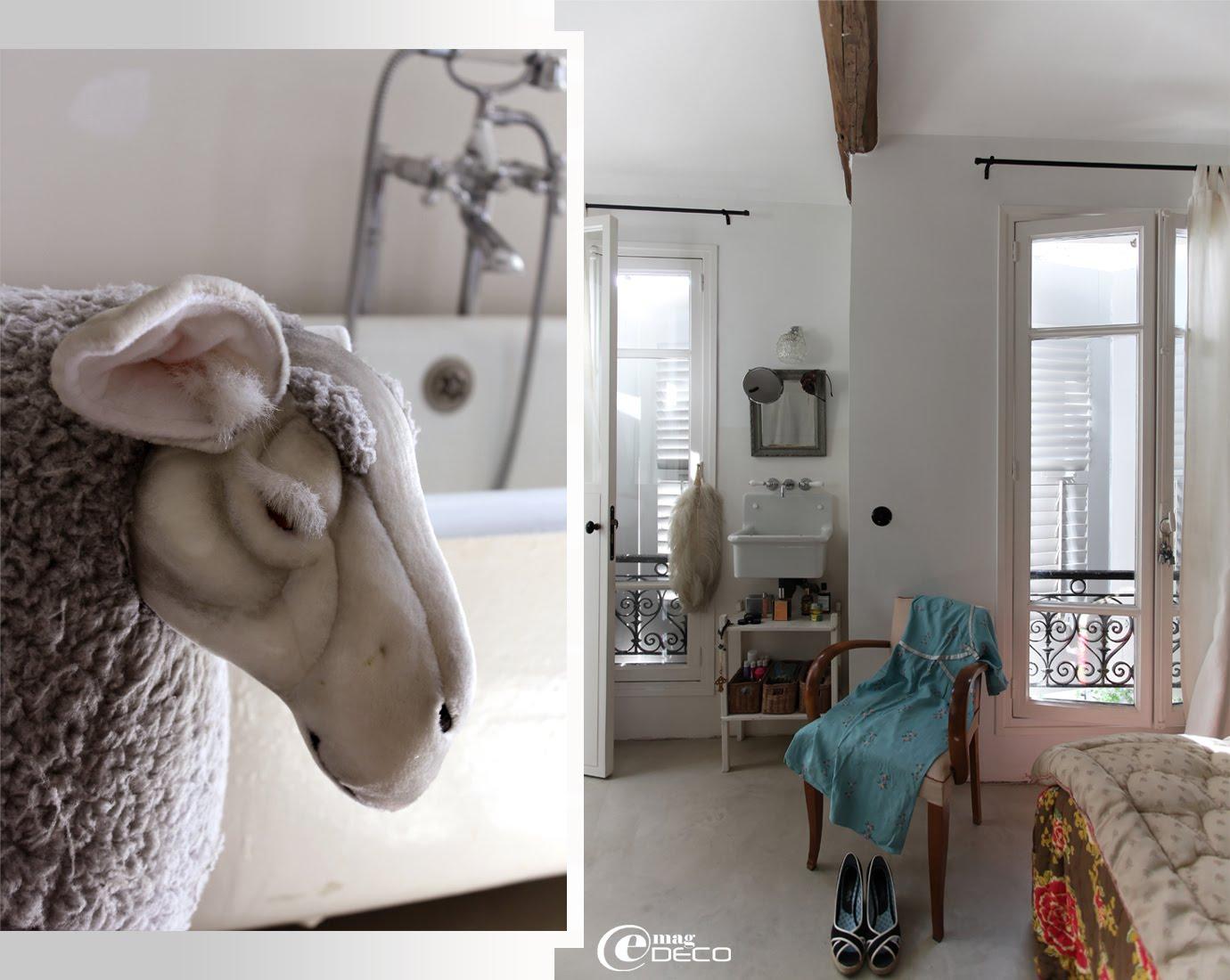 Détail d'un mouton en peluche acheté chez F.A.O. Schwarz sur la 5ème avenue à New York