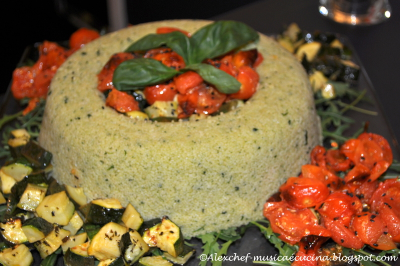 Ciambella di cous cous al pesto con zucchine e pomodorini confit da su akkiapparicette - Cucinare le zucchine in modo dietetico ...