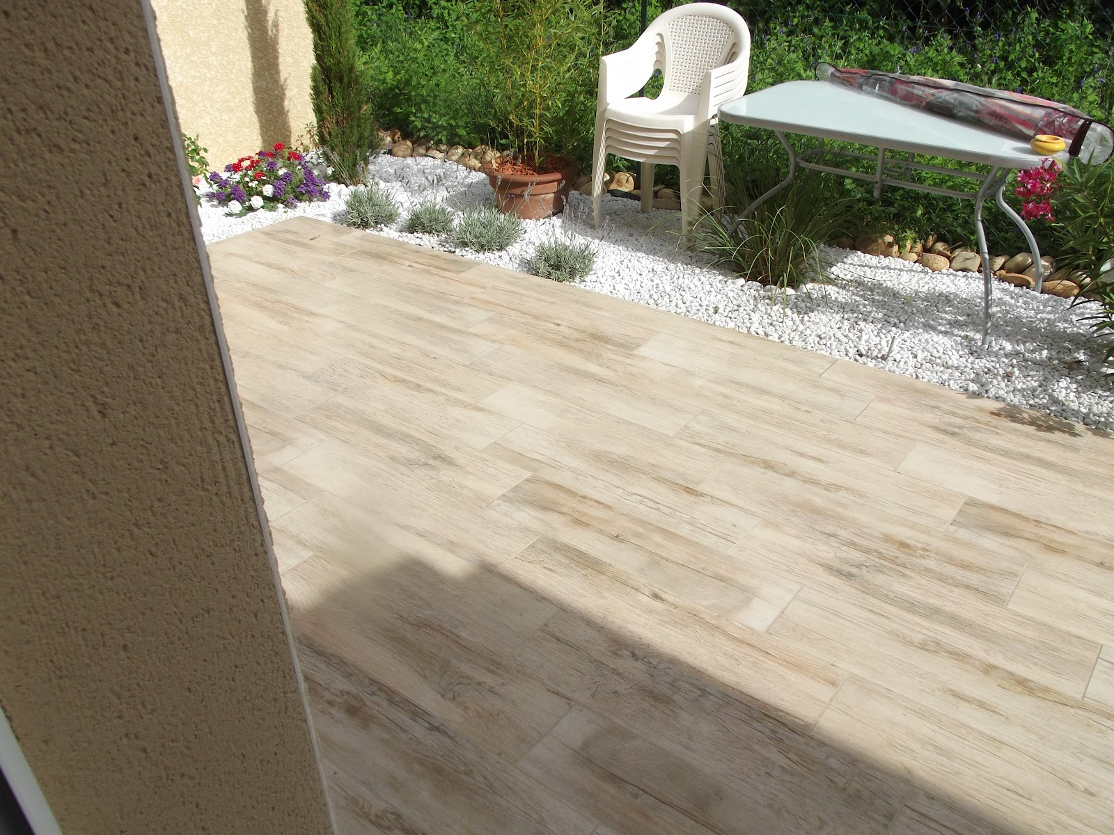 Concept carrelage cr ation terrasse avec des carreaux for Carrelage de terrasse