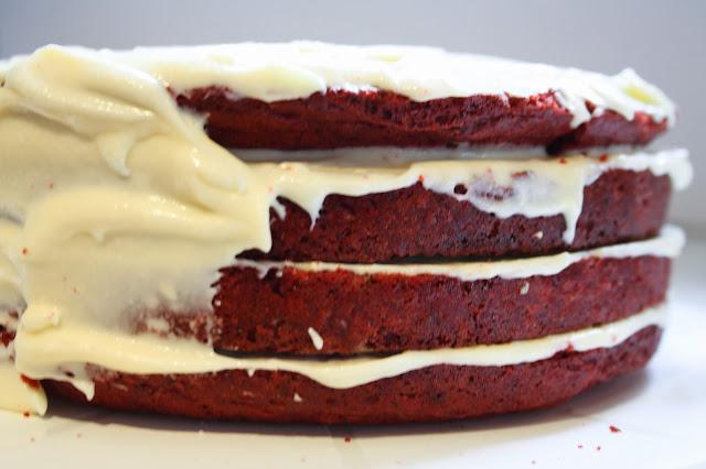 Vier lagen red velvet cake