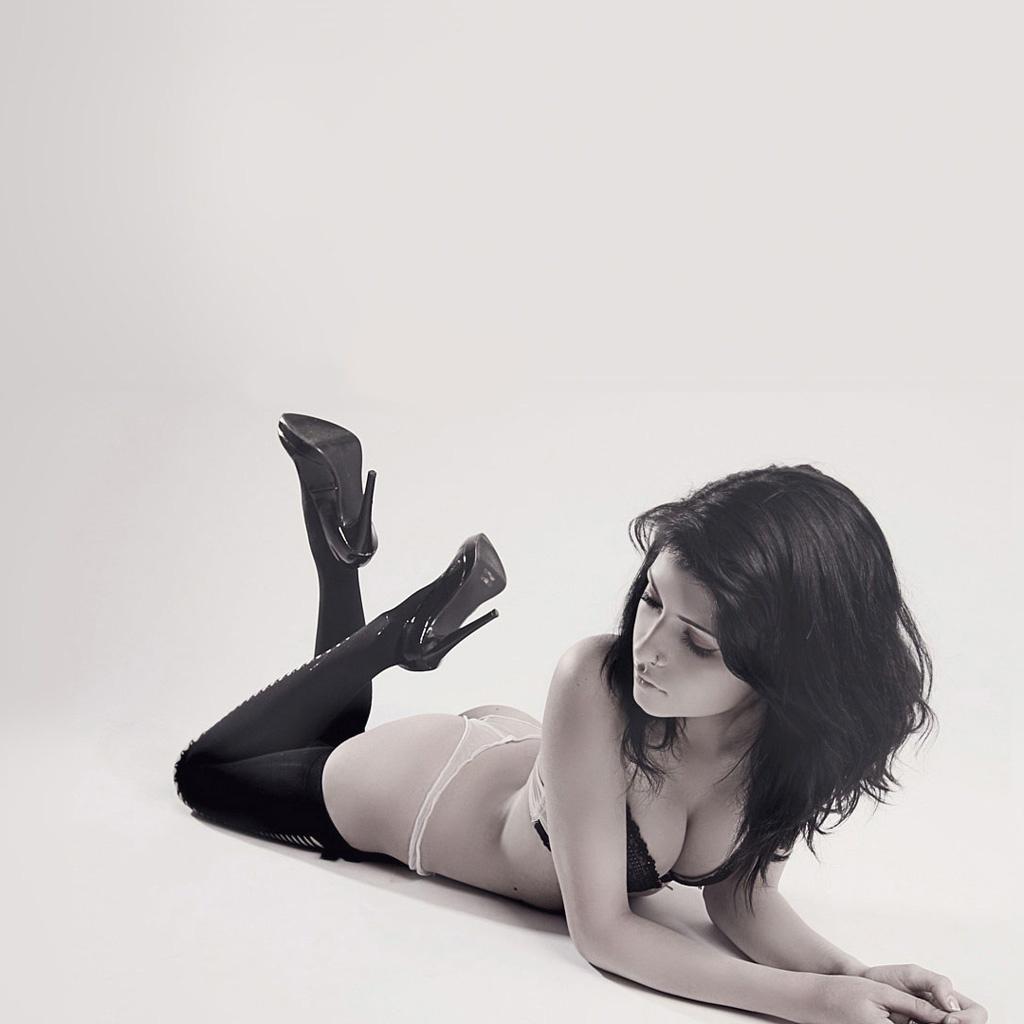 http://3.bp.blogspot.com/-1RBi5xlX78U/Th-kUOCEPbI/AAAAAAAAAHo/5YjfK2JOtcE/s1600/sexy-women-iPad-Wallpapers.jpg