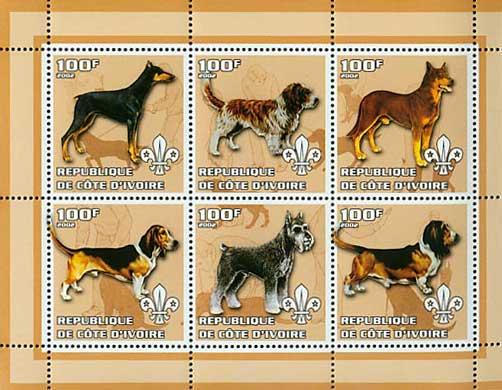 2002年コートジボアール共和国 ドーベルマン プチ・バセット・グリフォン・バンデーン ビーグル シュナウザー バセット・ハウンドの切手シート