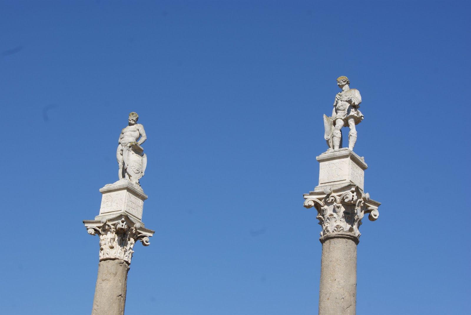 columnas hercules julio cesar alameda sevilla