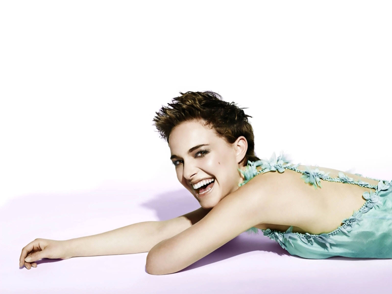 http://3.bp.blogspot.com/-1SJDbF7PzaY/TtERi2tcP7I/AAAAAAAAJlk/52bnj6sGh8o/s1600/Natalie_Portman_Teen_Girl_movie_Wallpaper.jpg