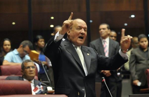 La sesión de ayer del Senado se convirtió en un paredón para el Procurador General de la República, Francisco Domínguez Brito.