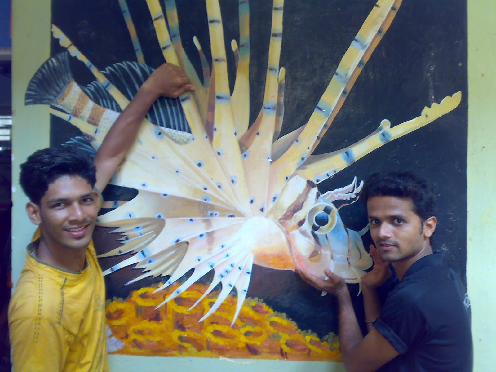 Fish aquarium in kurla -  Aquarium They Put Giant Show Piece Of Real Ship Varsha Which Attracts Each Visitor Also In Each Wall Of Aquarium They Painted Different Fish Photos