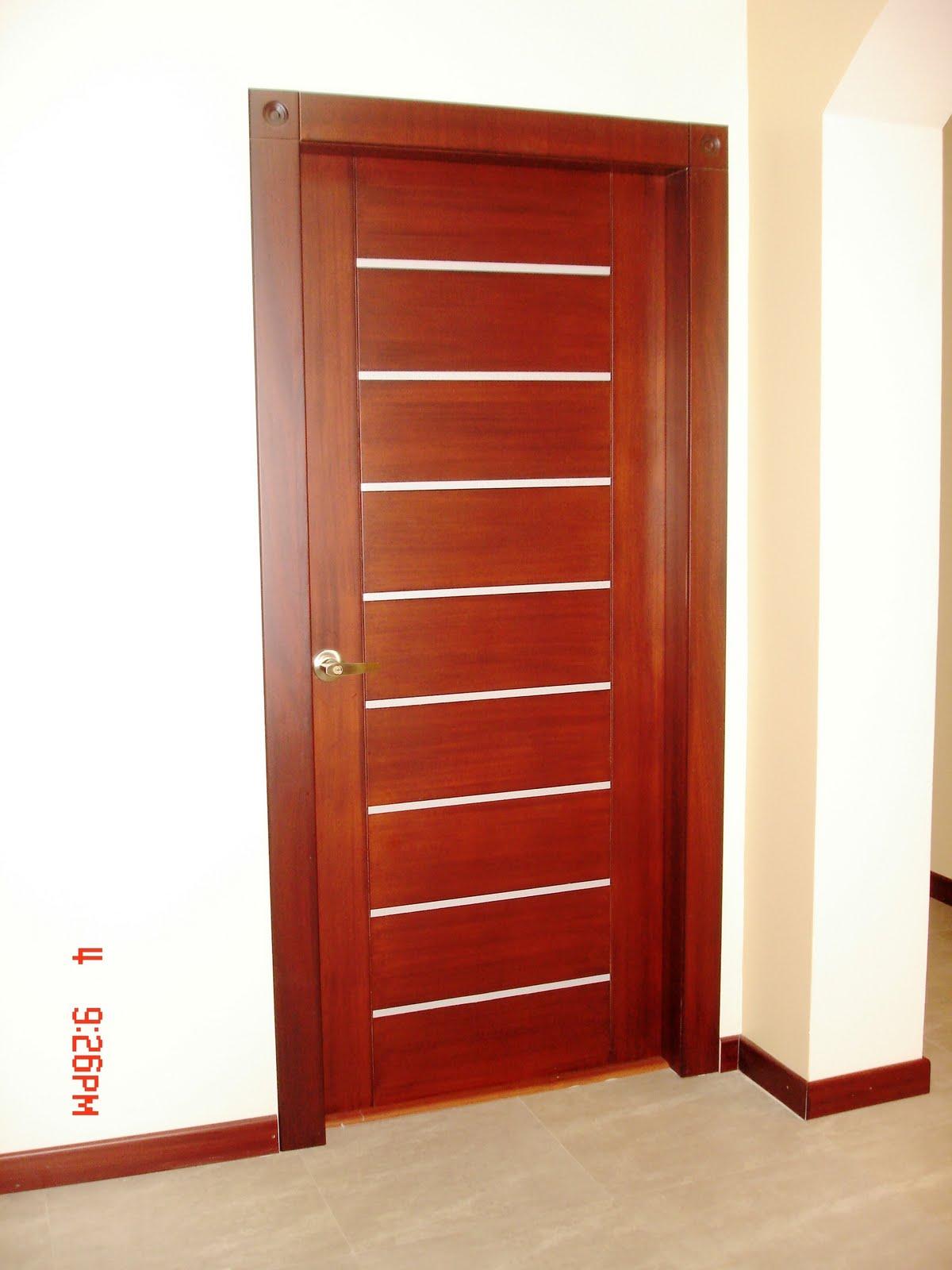 Puertas de aluminio para ba o color madera for Puertas de dormitorios en madera