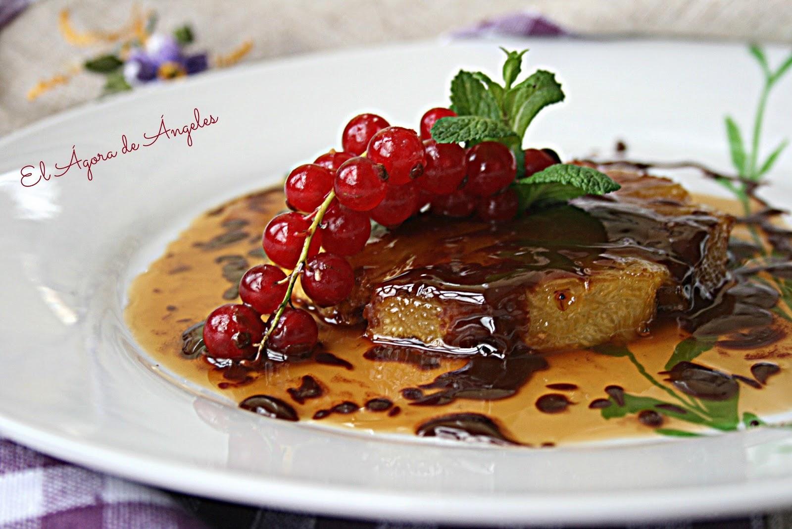piña flambeada, Amaretto, salsa de chocolate, postres